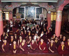 Gruppenbild im Tempel